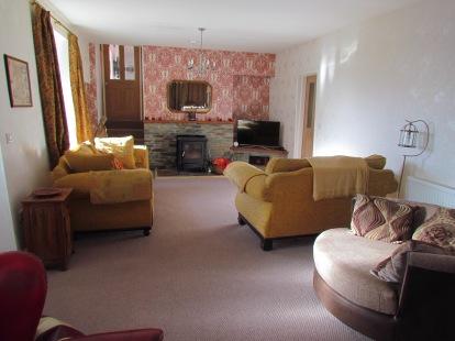 Spacious living room - smart TV