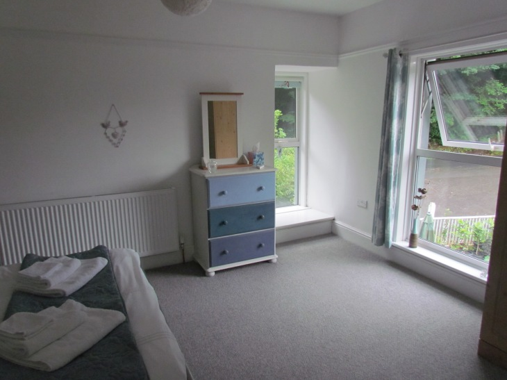 Double bedroom - dual aspect
